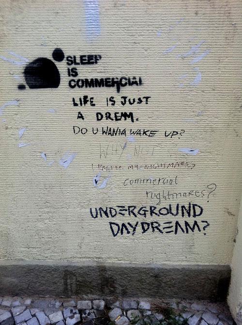 """Kollektives """"Writing"""" an einer Häusermauer in Berlin (Foto:J.v.Troschke)"""