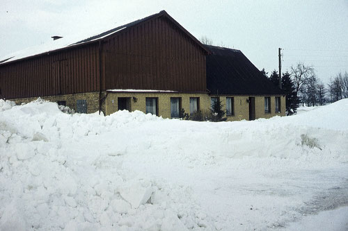 Während der Schneekatatrophe 1978/79 war Schellund vom Verkehr abgeschlossen. Mit dem Hubschrauber wurde Tierfutter gebracht. Hier Hof Voigt.