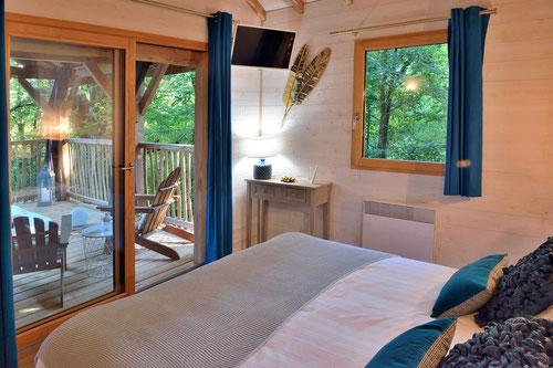 Location vacances et prestations de qualités, mobilier neuf © Michel Blot
