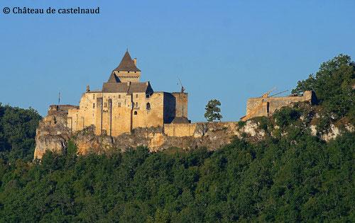 Copyright : Château de Castelnaud licence CC BY-SA 4.0  - autour de la Cabane Haut-Charmes en Dordogne