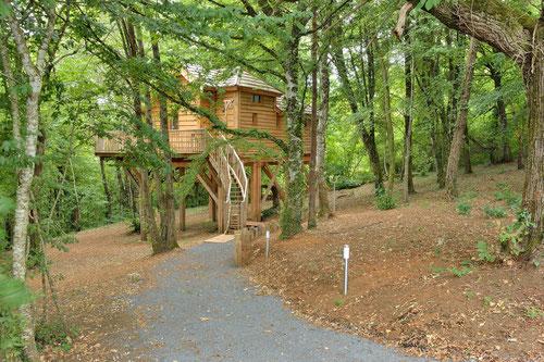 Gîte de charme au milieu de la forêt de Dordogne © Michel Blot