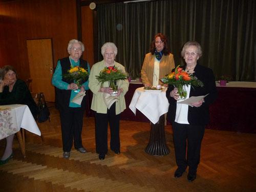 Unsere Gründungsmitglieder, D. Laubenstein,A. Locht und A. Hammerich mit der 1. Vorsitzenden A. Krupp