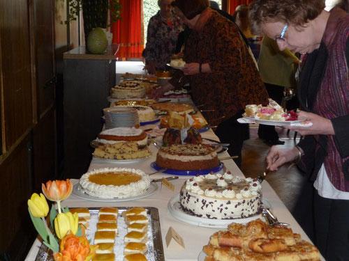Das Tortenbuffet der Landfrauen- alles selbst gemacht und genossen