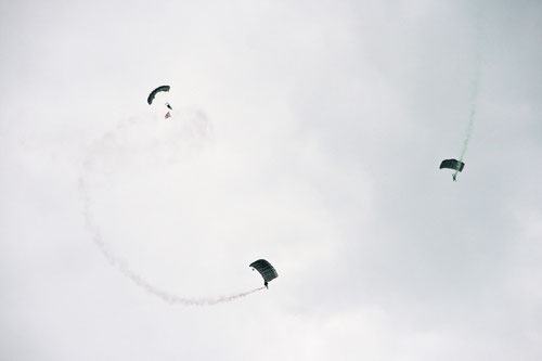 Eintreffen der Fallschirmspringer; Fallschirmjägerbataillon 373 aus dem Standort Seedorf