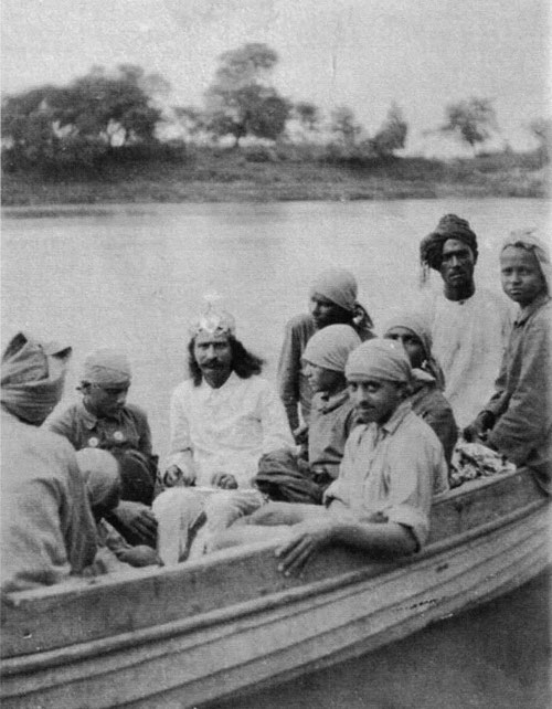 1928 : Meher Baba on a boat ride with boys from the Hazrat Babajan School in Toka, India. Courtesy of Glow Int. magazine - Winter 2017 & LM p.1103