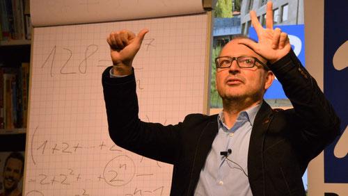 Christian Hesse erklärt den Nutzen der Mathamtik