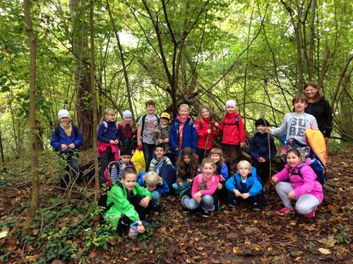 die Klasse 2b besucht den Waldkindergarten Großsachsenheim