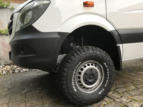 Fahrzeug nach Iglhaut Allrad Umbau, Bereifung und Höherlegung.