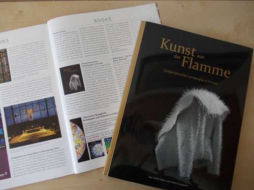 "Buchvorstellung in ""Neues Glas - New Glass - Art & Architecture"", Nr. 1/2014, S. 55."