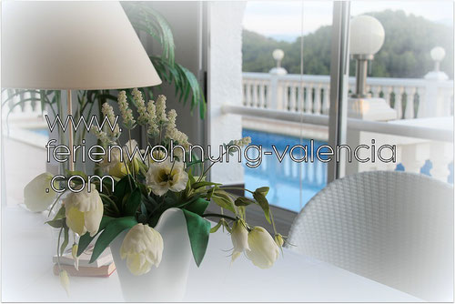 Ferienwohnung Valencia inder Villa Gandia Hills - Blick vom Wintergarten auf den Pool