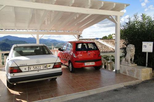 Carport der Ferienwohnung Valencia - geeignet für zwei mittelgroße PKW