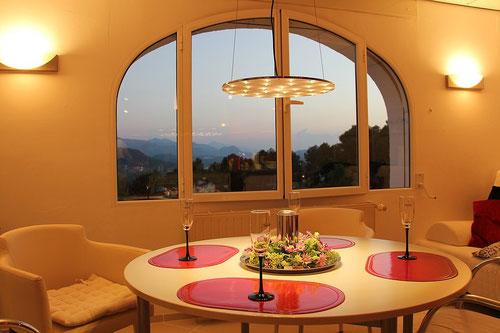 Wohnzimmer der Ferienwohnung Valencia, neue Lampe - August 2014