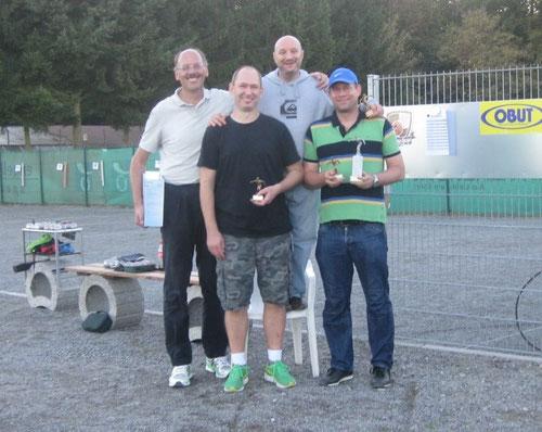 Bild 1 zeigt die Sieger bei den Erwachsenen (v.r.) mit Frank (1.), Denis (3.), Sascha (2.) und Dieter (4.)            Bild 2  zeigt die Sieger der Kinder  (v.r.) Neo (3.), Marvin (1.) und Luis (2.)