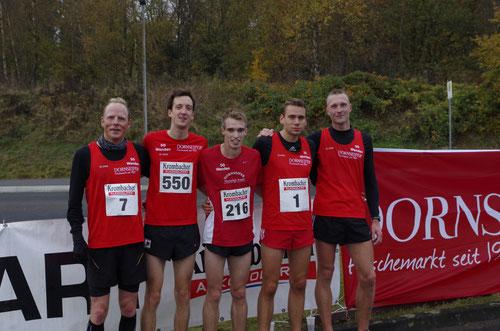 Die ersten Fünf von rechts nach links: 1.Christian Biele, 2.Geburstagskind Simon Huckestein, 3.Florian Herr, 4. Sven Sidenstein, 5. Jörg Heiner