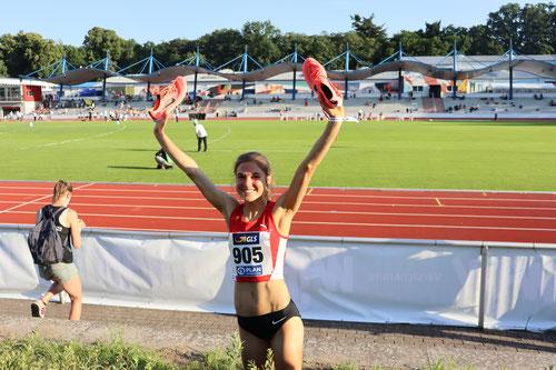 Die Schuhe zum Titel... Johanna Pulte feiert ihre Goldmedaille