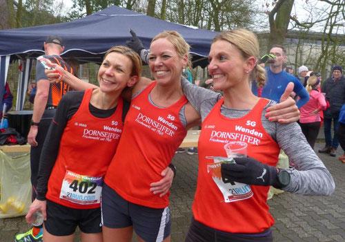 Katja, Christl und Melanie im Ziel