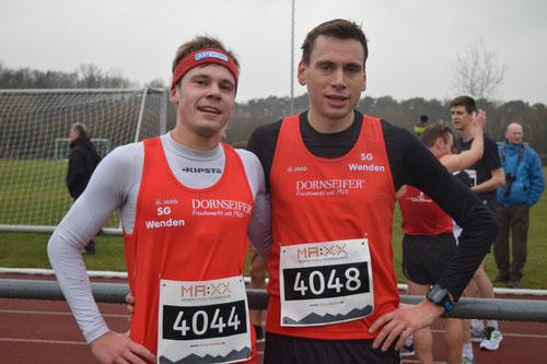 Jonas Hoffmann und Simon Huckestein im Ziel