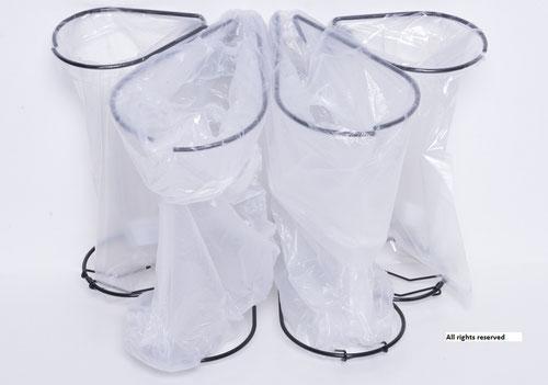 Affaldssortering i et køkken til et skab med affaldsstativer fra affaldssorteringssystem Flower 9.