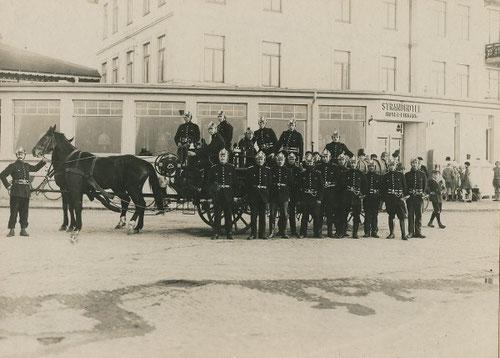 """1929 vor dem """"Strand Hotel Duhnen"""""""