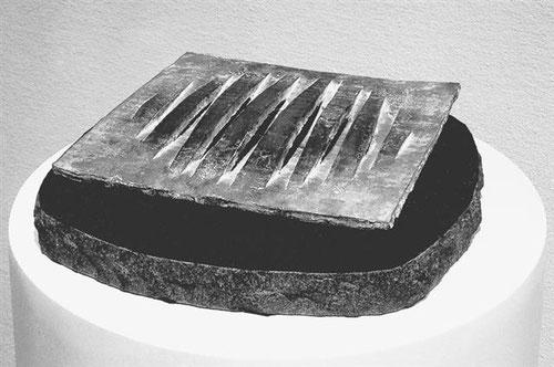 間 No.14  -  ひらかれたかたち <No.K-36>  / 1989 / bronze / H.6x28x28cm
