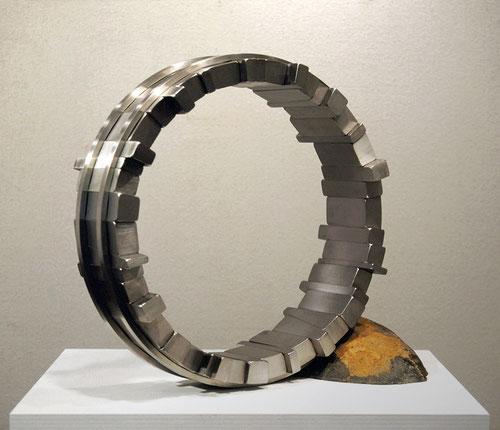 <Circle - No.26> / 1998 / stainless steel 、stone / H.45x50x20 (φ45) cm           第6回東京野外現代彫刻展[模型入選]