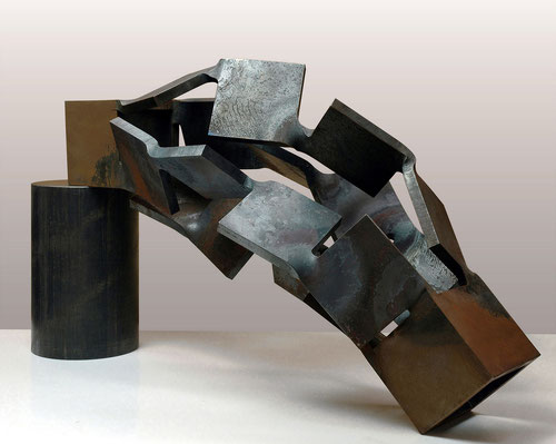 Metamorphosis Level - Vertical  <No.M - 27>  2009  /  H.30 x 45 x 20cm   /  mild steel        第11回 KAJIMA彫刻コンクール[模型入選]