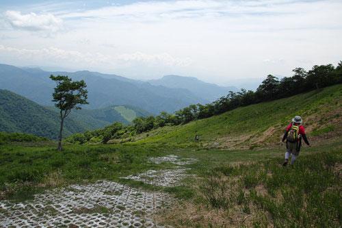 天神山のゲレンデを下る。