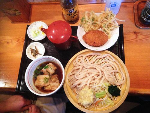 肉汁うどん+かき揚げ+リッチメンチカツ(お肉が多くおいしい!)