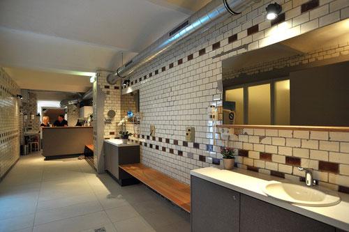 Altes und Modernes in der Sauna geschmackvoll kombieniert