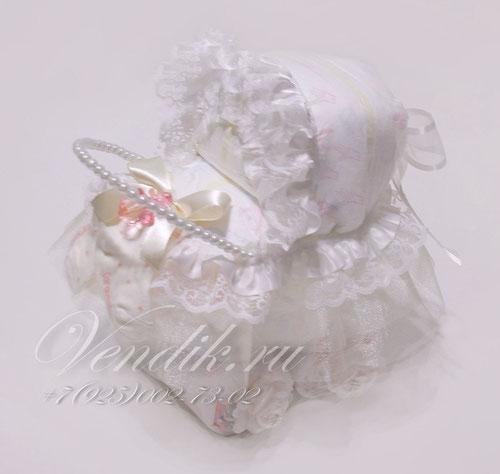 Колясочка из памперсов (белая) для девочки