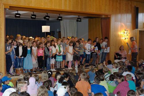 """Sie sangen """"Alte Schule"""" von Rolf Zuckowski ..."""