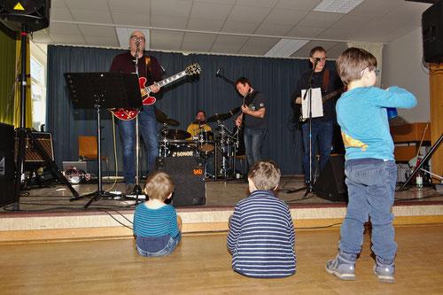 Die Musik von Elbrock begeisterte nicht nur die Kinder.