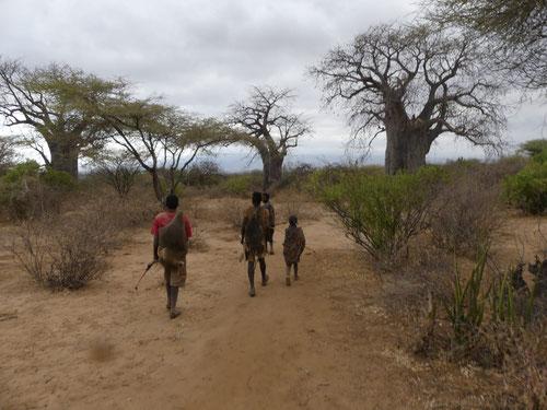 Auf morgendlicher Jagd mit den Buschmännern am Lake Eyassi