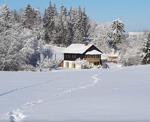So viel Schnee ist bei mir aber nicht. Das Foto hat ein Freund geschickt.
