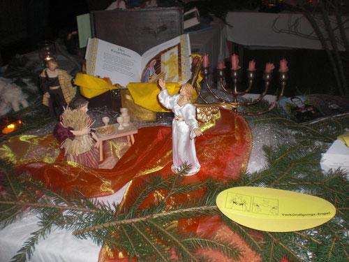 Der Engel Gabriel besucht Maria.