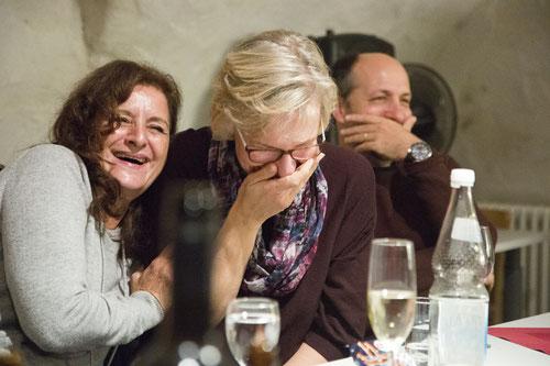 Anspannung und Entspannung: Party im Gewölbekeller
