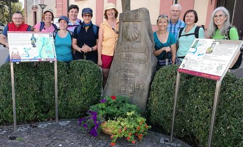 Evelin Steinke-Leitz mit Pilgergruppe