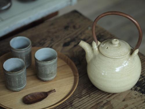 増田さんの土瓶。宮下さんの、栗の盆、茶匙と。