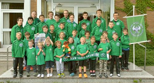 Die Purzelgruppe und die Jugendmannschaft des KSV Seeheim mit den Trainern Vitali Wagin, Vladimir Kunz, Luca und Marco Husar
