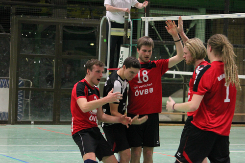 Es gibt was zu feiern! Ein geiler Punkt gegen den Aufsteiger und Lokalgegner aus Baden. Foto: Niclas Thuernagel