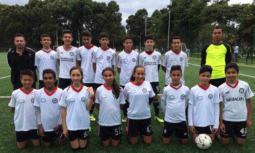 Equipo mixto infantil de San Pablo en las eliminatorias del Mundialito IDRD, abril 2018
