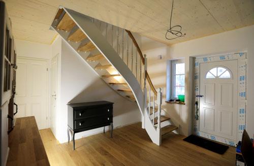 Treppenpaket von Berg Schwedenhaus mit System-Wangentreppe in Buche Natur oder Weiß