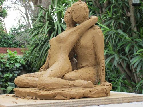 nouveausculpteur sculpture argile étude de nu couple enlacé