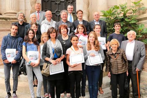Lauréats et nominés du concours de la Nouvelles 2014 avec les membres du jury et personnalités. Crédit photo : Mikaël Bordenave