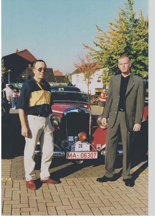Fahrtleiter Werner Mayer und Sponsorvertreter der Fa. PNEUMANT, Martin Schröder am Otto-Buckel-Platz in LU-Friesenheim