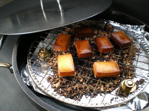 鉄板プレス料理用鉄板でスモークチーズ