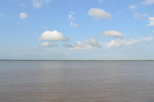 """Río Amazonas, vista desde la costanera """"Portal do Amazonas"""" en Belém"""