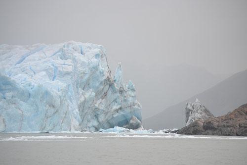 El glaciar Perito Moreno frente a la península de Magallanes