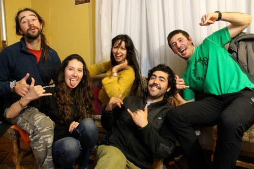 Con nuestros anfitriones en Punta Arenas: Romi, Diego y Eñaut