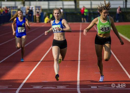 Nike Dangelmaier (Mitte) bot in 58,45 Sekunden ein tolles 400-m-Debüt. (Foto: Jan-Hendrik Ridder)